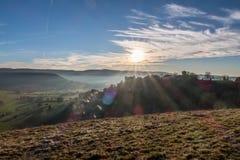 Por do sol do inverno no campo do leste do castelo de França, Belvoir imagem de stock