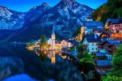 Por do sol do lago fairy tale de Hallstatt imagem de stock royalty free