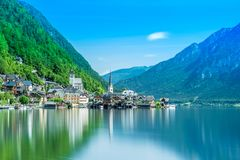 Por do sol do lago fairy tale de Hallstatt foto de stock