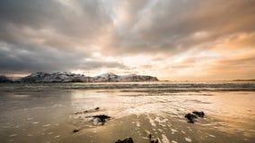 Por do sol litoral do tempo-lapso da praia filme