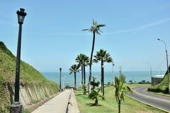 Por do sol, litoral e Oceano Pacífico no sul de Lima foto de stock royalty free