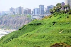 Por do sol, litoral e Oceano Pacífico no sul de Lima imagens de stock