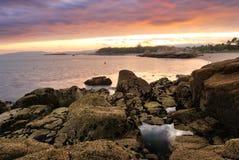Por do sol litoral em Oceano Atlântico Imagens de Stock