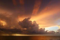 Por do sol majestoso Fotografia de Stock