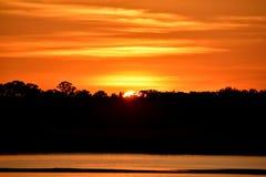 Por do sol majestoso sobre o rio Florida, EUA imagem de stock royalty free