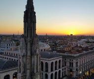 Por do sol Milão imagem de stock royalty free