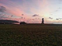 Por do sol Moai foto de stock royalty free