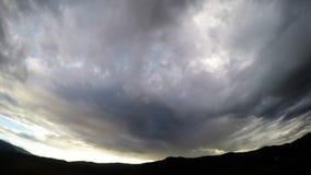 Por do sol movente da nuvem vídeos de arquivo