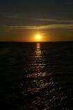 Por do sol na água Fotografia de Stock Royalty Free
