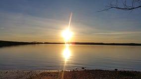 Por do sol na água Imagens de Stock Royalty Free
