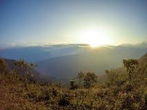 Por do sol na área montanhosa bonita Fotografia de Stock