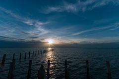 Por do sol na atração turística do templo de Djittabhawan em Pattaya Imagens de Stock Royalty Free