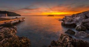 Por do sol na baía Imagens de Stock Royalty Free