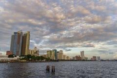 Por do sol na baía de Manila Imagem de Stock