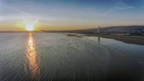 Por do sol na baía de Swansea Fotos de Stock Royalty Free