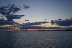 Por do sol na baía do mar Fotografia de Stock