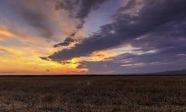 Por do sol na Bulgária vasta Imagem de Stock