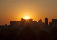 Por do sol na cidade Imagens de Stock