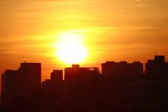 Por do sol na cidade da HK com silhueta Fotografia de Stock Royalty Free