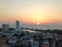 Por do sol na cidade de Miri, Sarawak Malásia imagem de stock