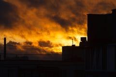 Por do sol na cidade Por do sol do fogo Foto de Stock
