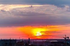 Por do sol na cidade fotos de stock royalty free