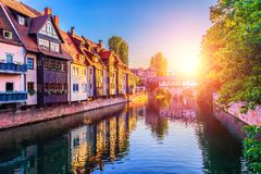 Por do sol na cidade velha de Nurnberg, Alemanha fotos de stock