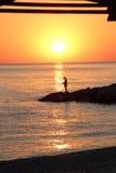 Por do sol na costa de mar Imagem de Stock