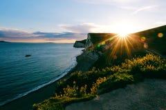 Por do sol na costa jurássico, Dorset, Reino Unido Imagem de Stock
