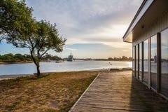 Por do sol na entrada dos lagos, Victoria, Austrália Imagens de Stock Royalty Free