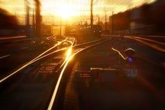 Por do sol na estação de comboio Foto de Stock