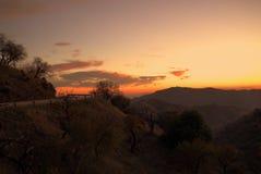 Por do sol na estrada de enrolamento de Sedella, Espanha Imagem de Stock