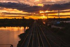 Por do sol na estrada de ferro fotos de stock royalty free