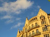 Por do sol na fachada da construção, Praga Fotografia de Stock Royalty Free