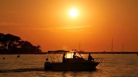 Por do sol na frente de Porec na Croácia de Croatiain Imagem de Stock