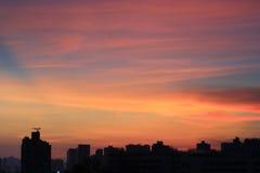 Por do sol na HK com silhueta da construção Imagens de Stock