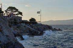 Por do sol na ilha bonita do Hydra, vista do hydroneta Fotos de Stock
