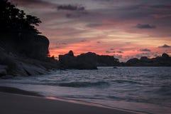 Por do sol na ilha de Similan, Tailândia Imagens de Stock Royalty Free