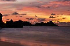Por do sol na ilha de Similan, Tailândia Foto de Stock