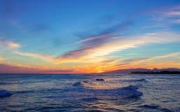 Por do sol na ilha mágica fotos de stock royalty free