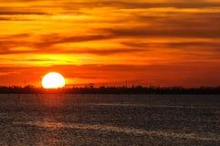 Por do sol na lagoa perto de Chioggia, Itália Imagens de Stock