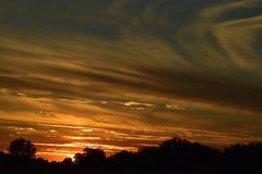 Por do sol na maneira imediatamente antes de no exato momento em que o sol vai para baixo Imagens de Stock Royalty Free