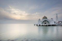 Por do sol na mesquita dos passos de Malacca Fotos de Stock Royalty Free