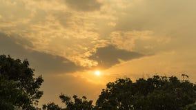 Por do sol na montanha com cor de tom morna Fotos de Stock Royalty Free