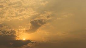 Por do sol na montanha com cor de tom morna Imagem de Stock Royalty Free