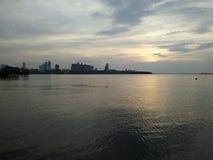 Por do sol na noite do mar Imagens de Stock
