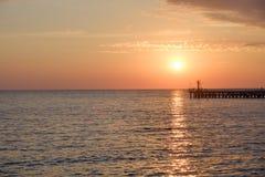 Por do sol na opinião do Mar Negro no pearce fotos de stock royalty free