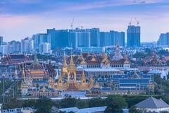 por do sol na pira funerária fúnebre real do rei Bhumibol Adulyadej em B imagens de stock royalty free
