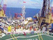 Por do sol na plataforma da plataforma petrol?fera, mar Indon?sia de Natuna foto de stock royalty free