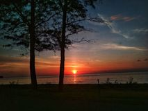 Por do sol na ponta de Bornéu imagens de stock royalty free